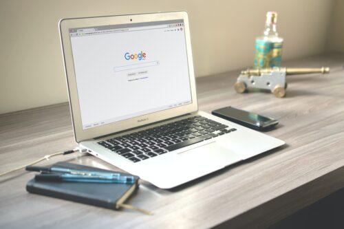 Quels outils facilitent l'analyse SEO d'un site web ?